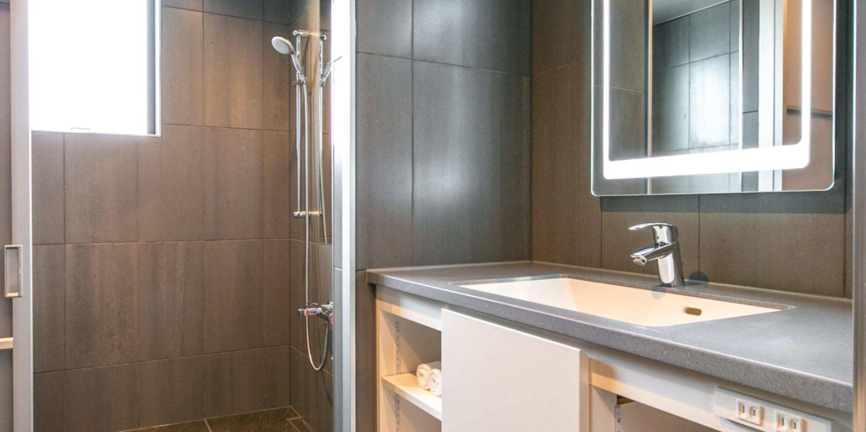 Bluebird Apartments Bathroom