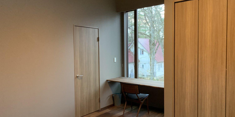 Gravity master bedroom desk